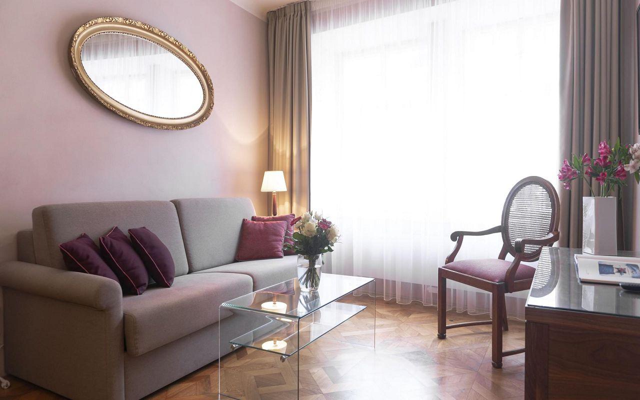 executive-one-bedroom-suite-hotel-golden-key-prague-5