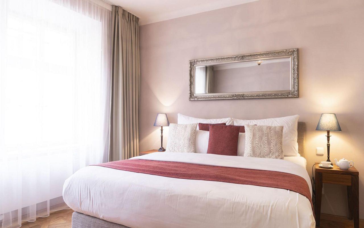 executive-one-bedroom-suite-hotel-golden-key-prague-6