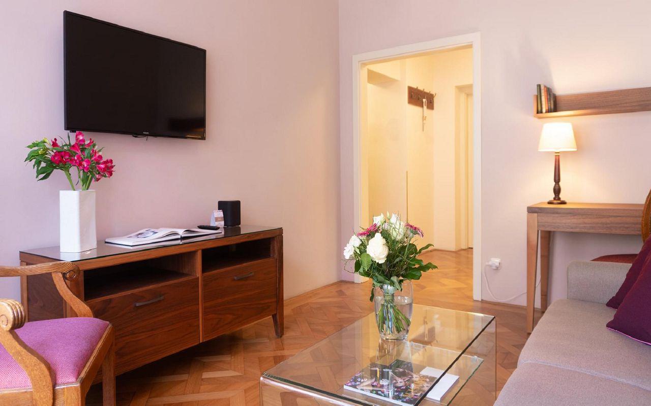 executive-one-bedroom-suite-hotel-golden-key-prague-8