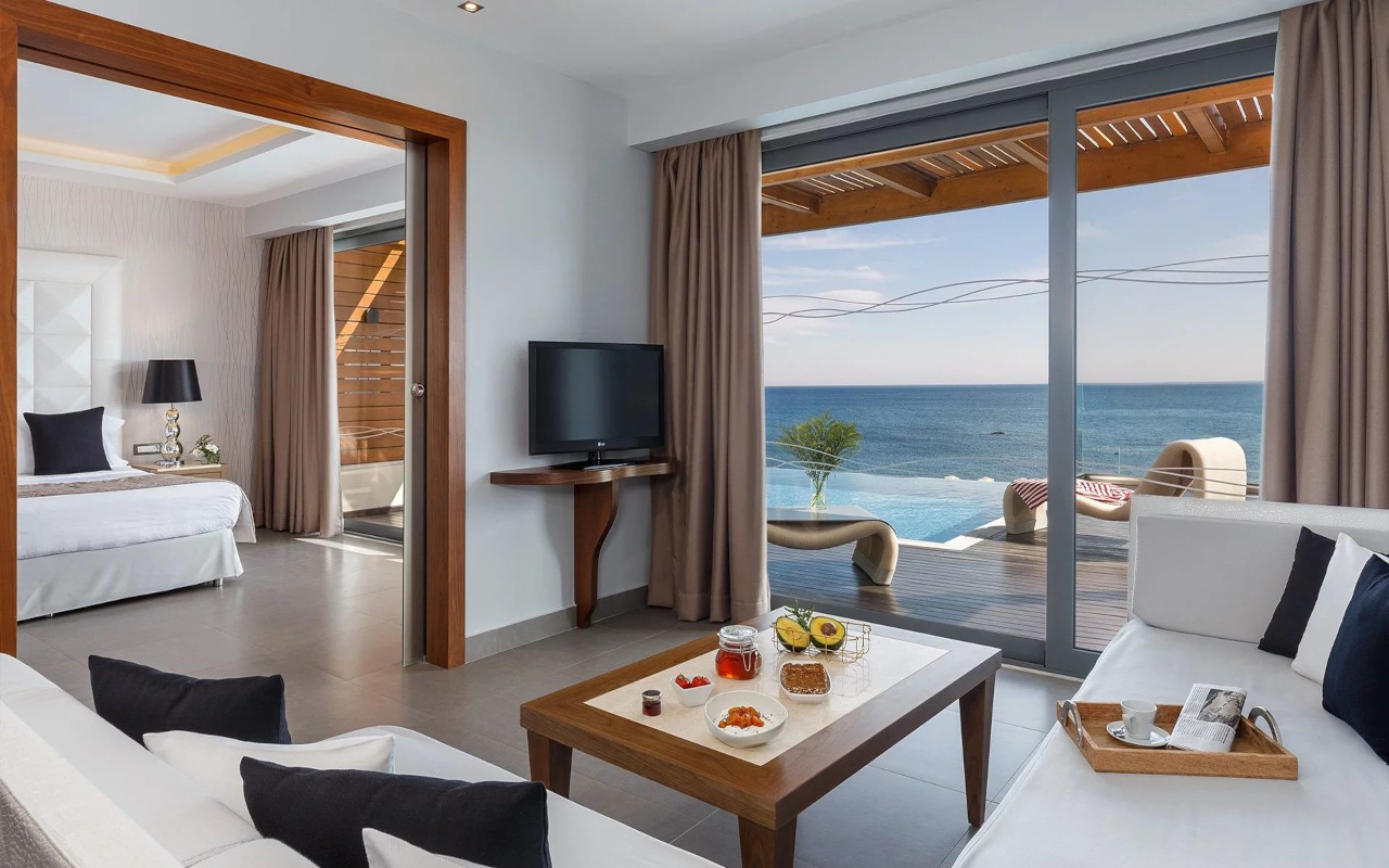 executive_suite_with_private-pool_03