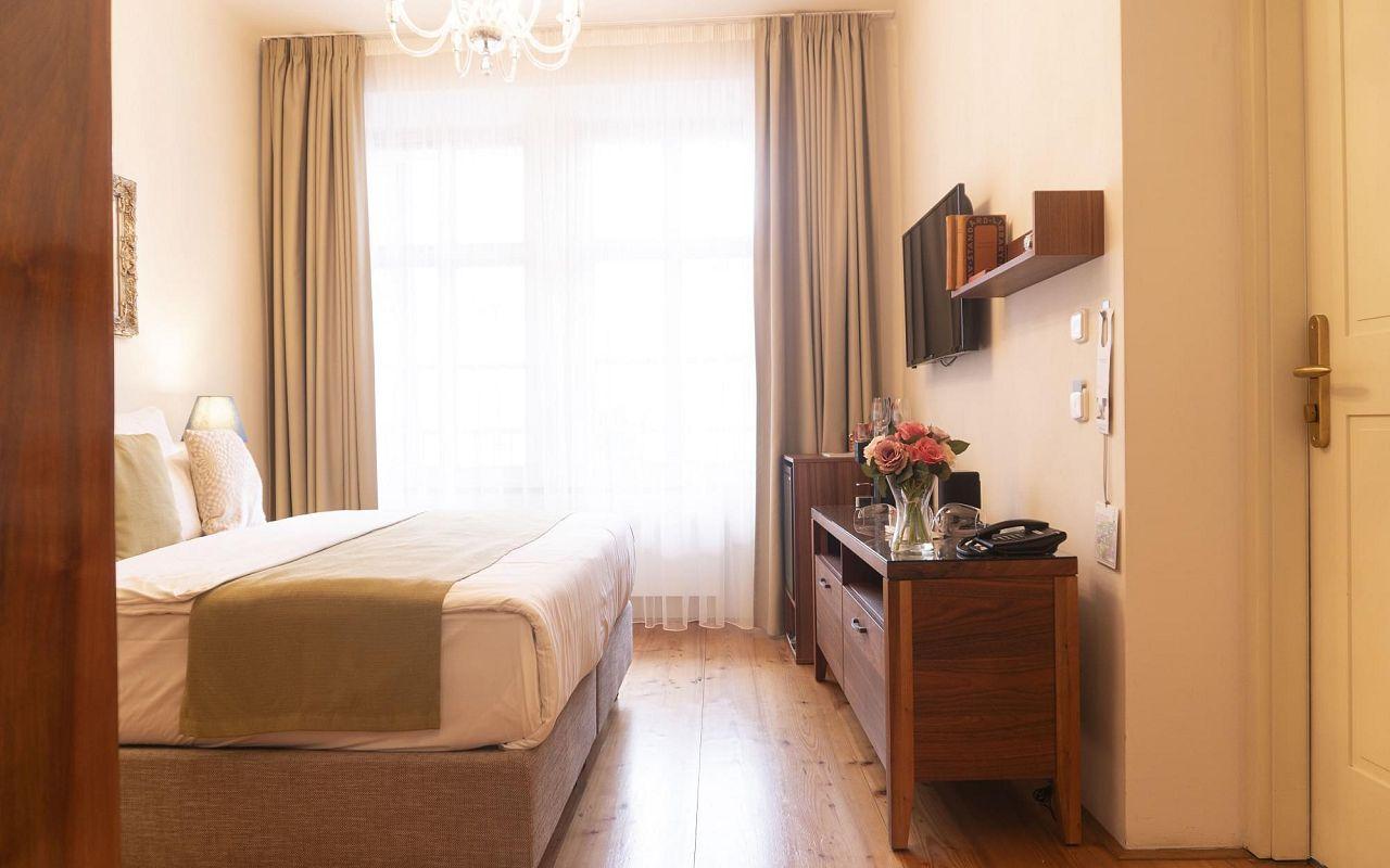 five-bedroom-suite-hotel-golden-key-prague-12