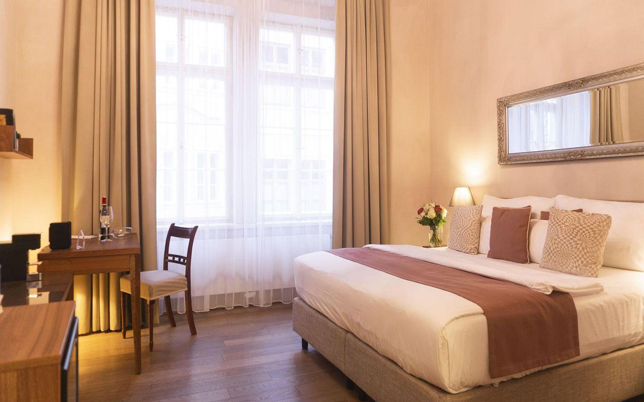five-bedroom-suite-hotel-golden-key-prague-3