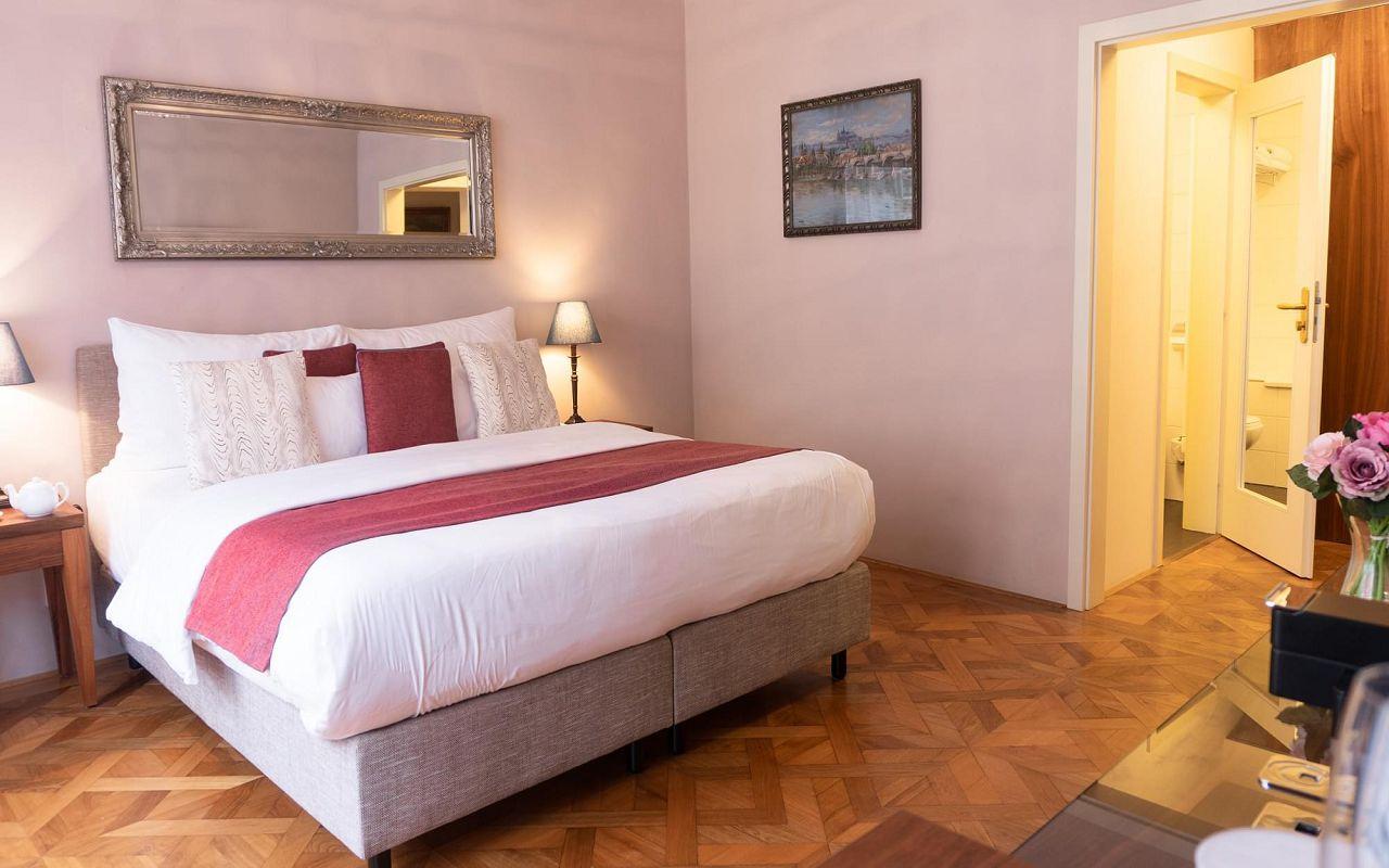 five-bedroom-suite-hotel-golden-key-prague-4