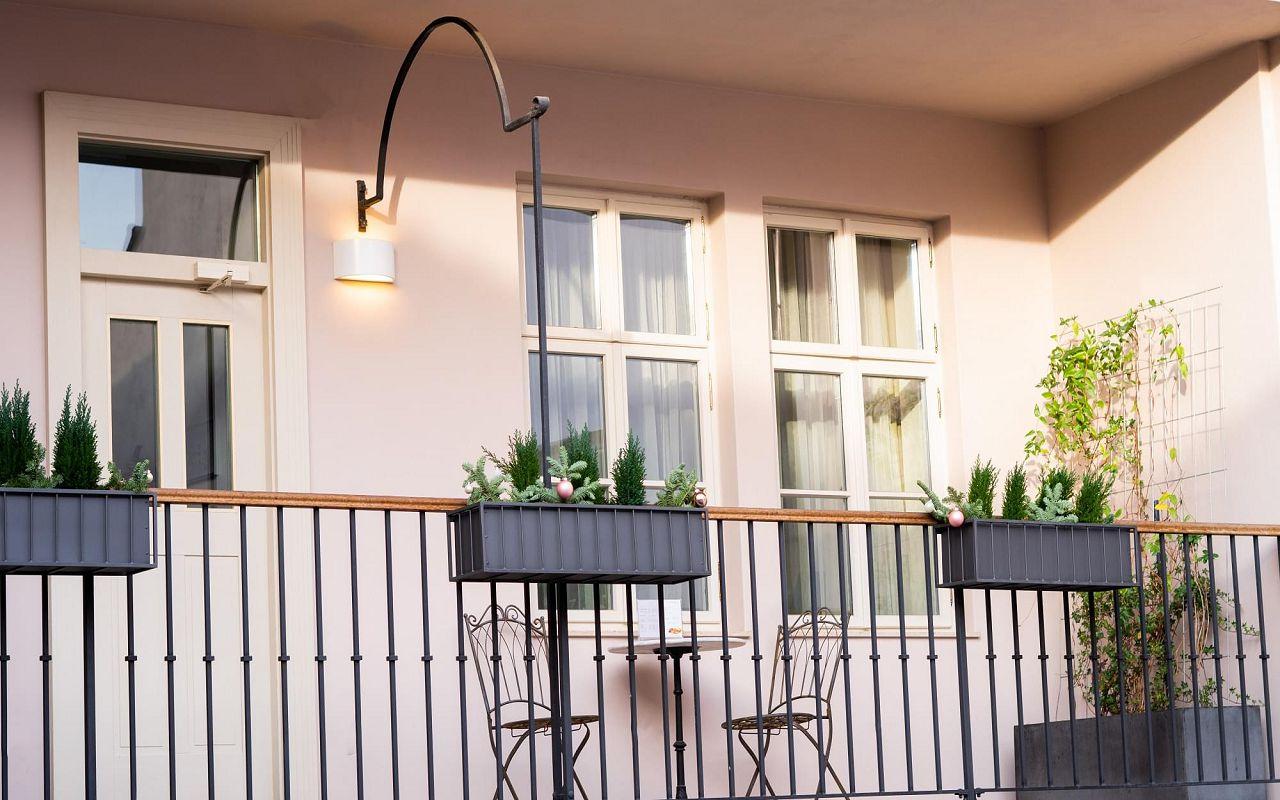 five-bedroom-suite-hotel-golden-key-prague-atrium-5