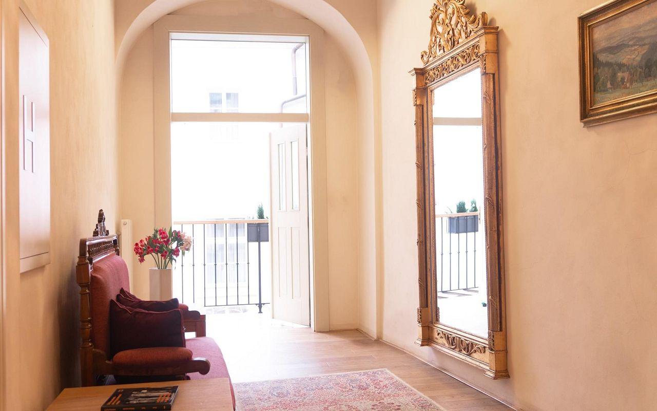 five-bedroom-suite-hotel-golden-key-prague-corridor-1