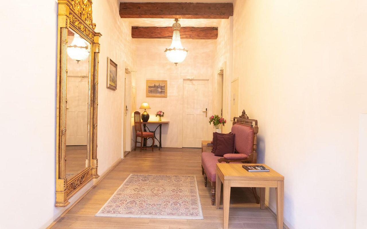 five-bedroom-suite-hotel-golden-key-prague-corridor