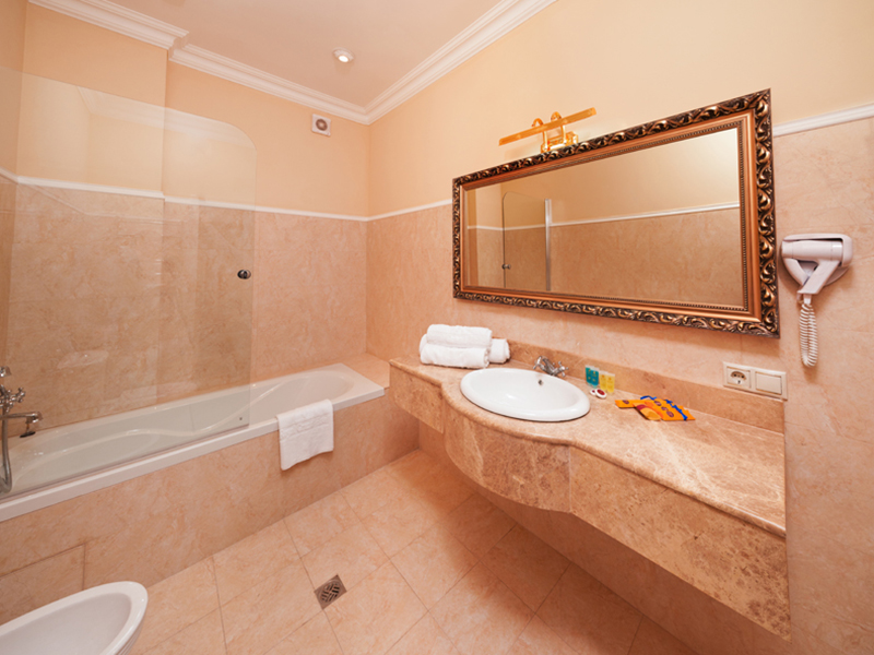 royal-grand-hotel-truskavets-junior-suite1