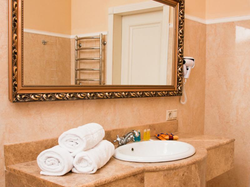 royal-grand-hotel-truskavets-junior-suite3