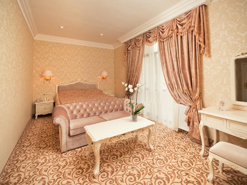 royal-grand-hotel-truskavets-junior-suite5