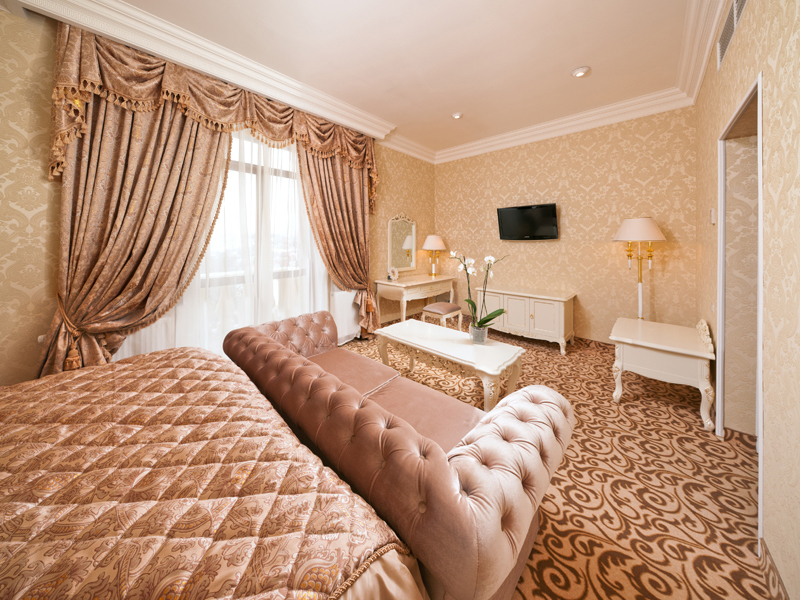 royal-grand-hotel-truskavets-junior-suite7