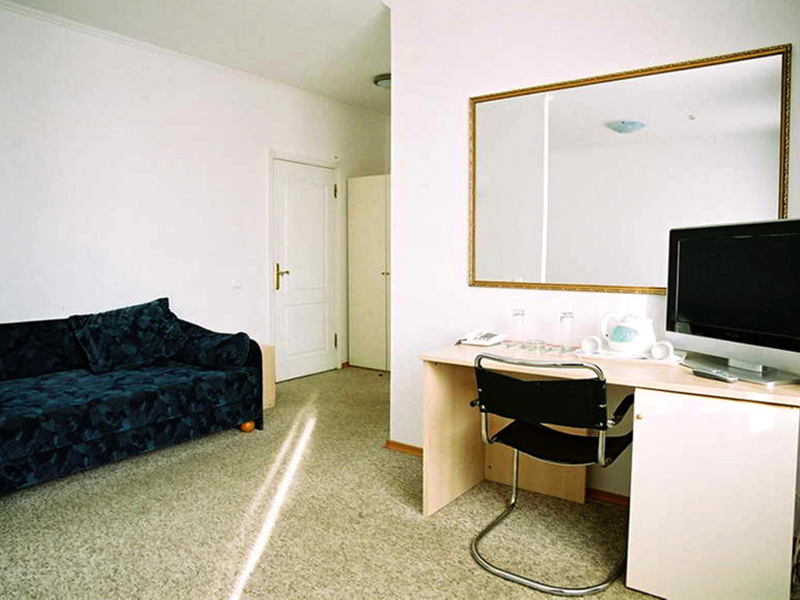 royal-sun-geneva-junior-suite