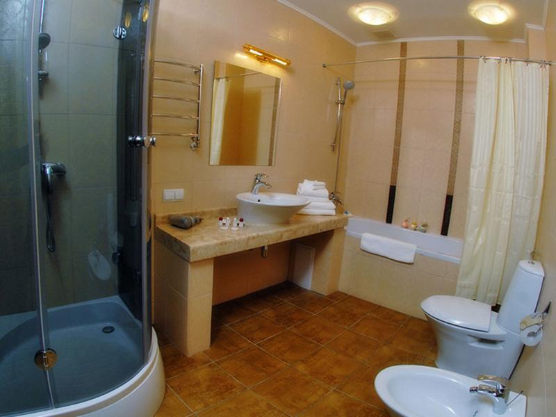 spa-hotel-promenade-DeLux-bath-room