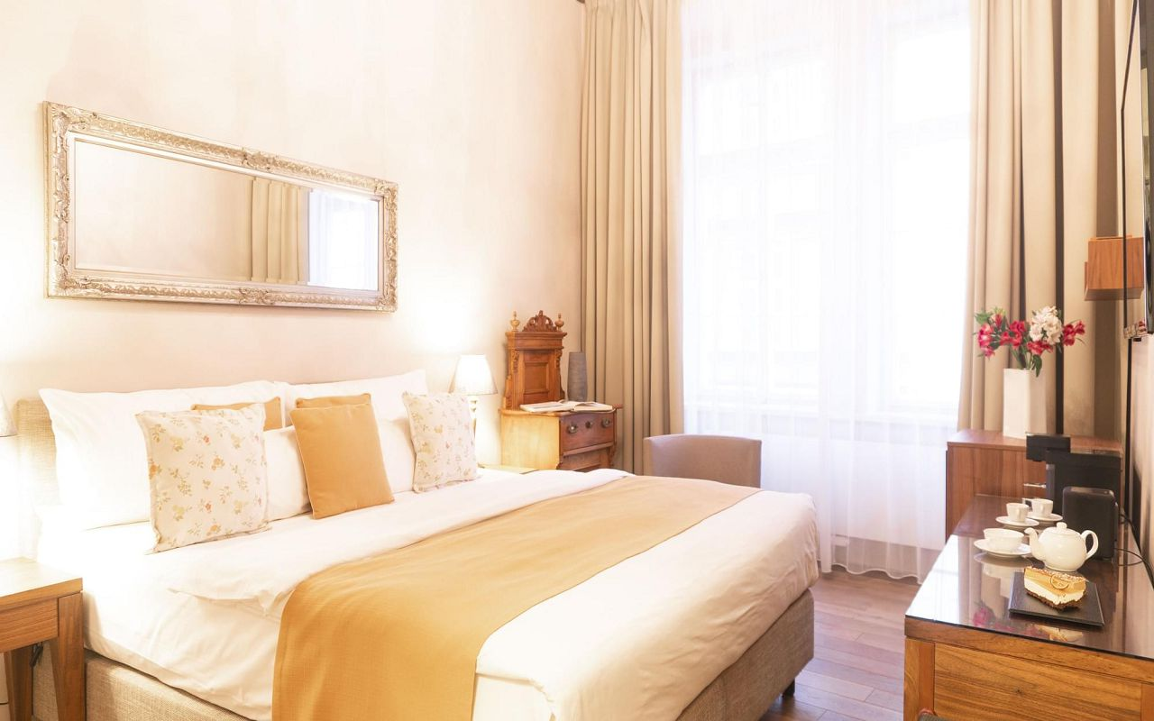 superior-room-hotel-golden-key-prague-pict3