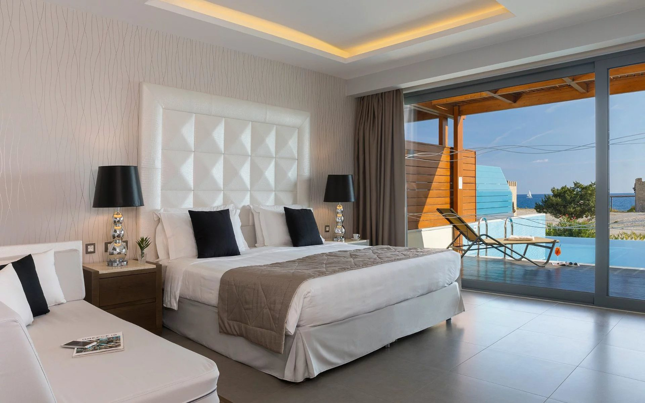 superior_junior_suite_1st_level_with_private_pool_and_sea_view_02