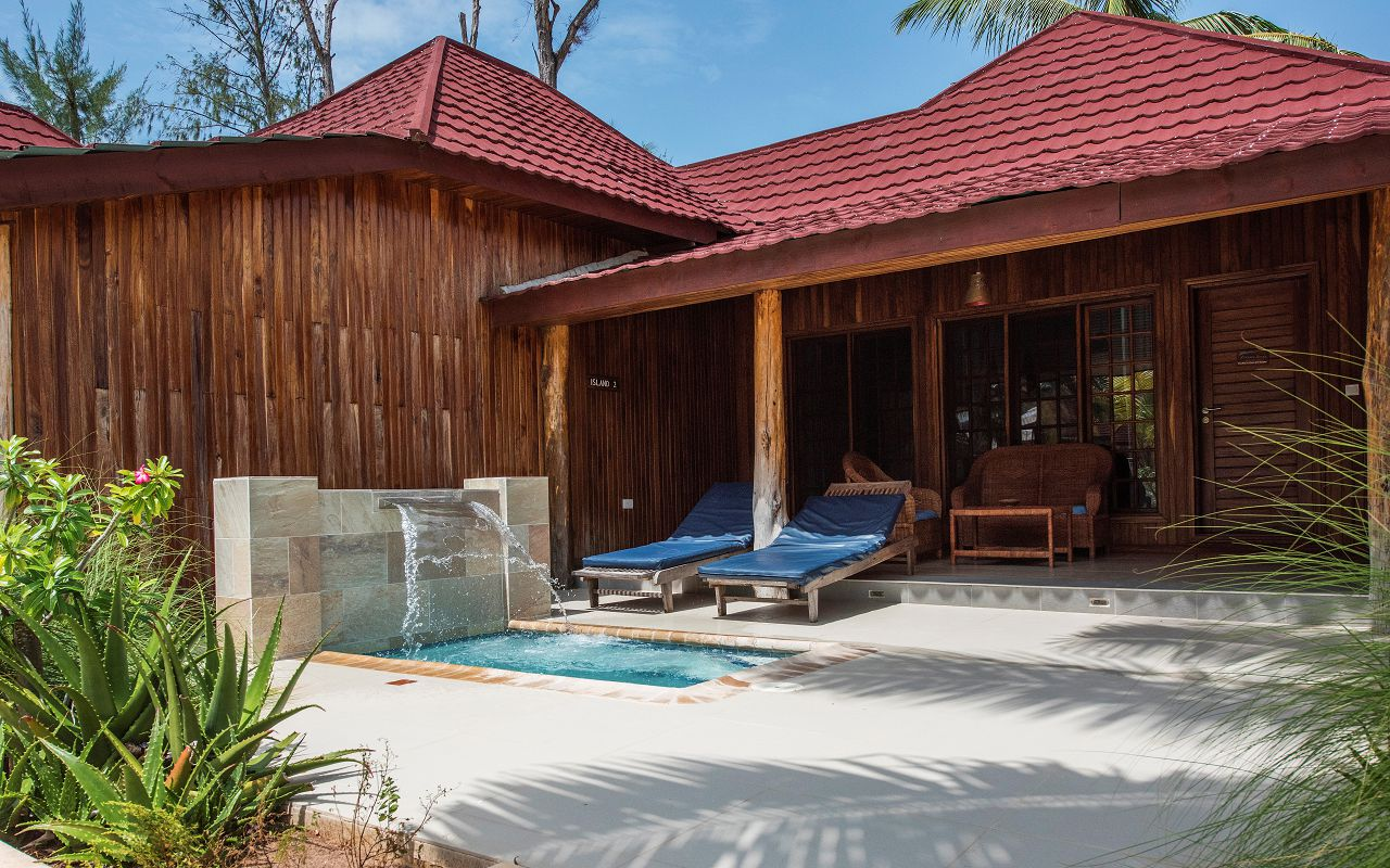 POOL BUNGALOWS (1)