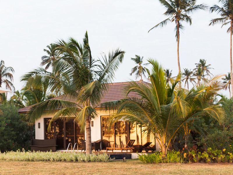 accommodation-luxury-ocean-front-pool-villa-01