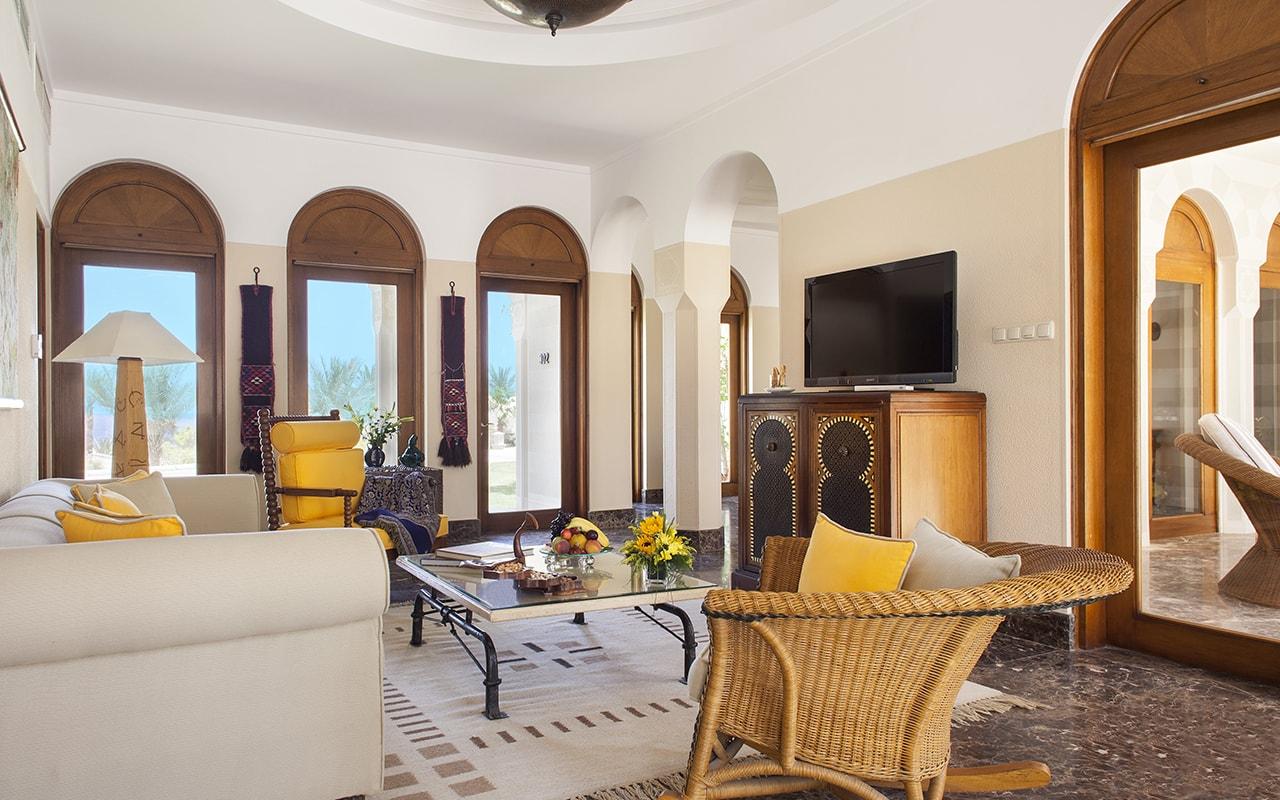 Grand Suite Living Room-min