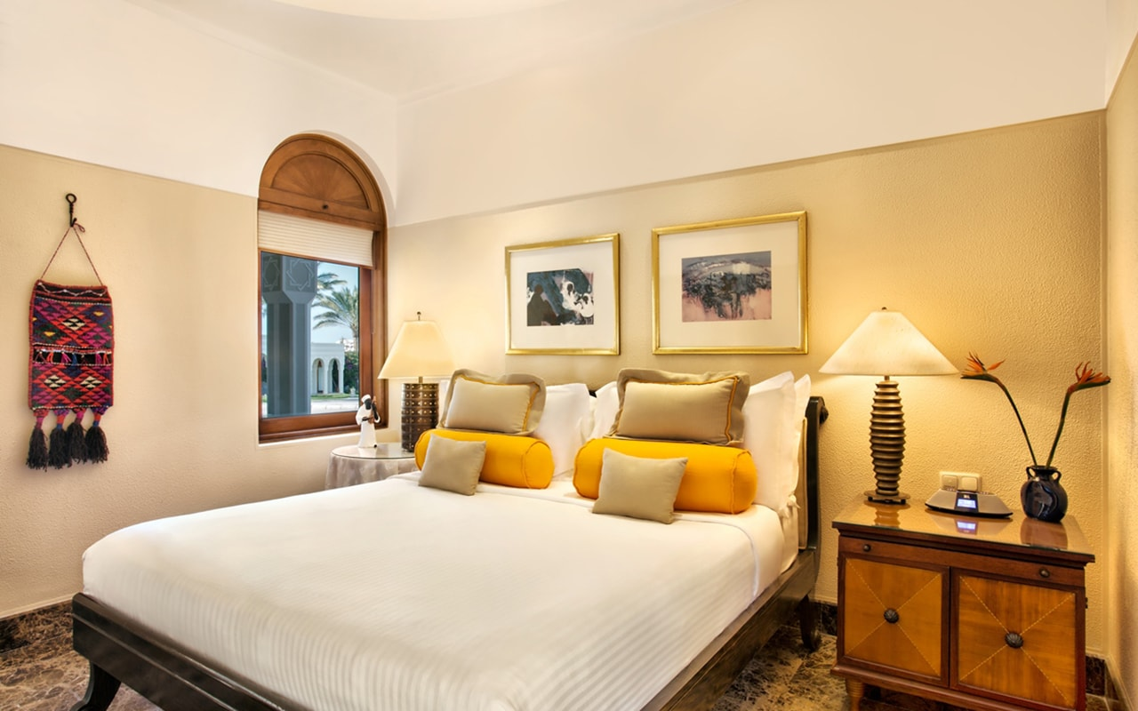 Royal Suite Bedroom-min