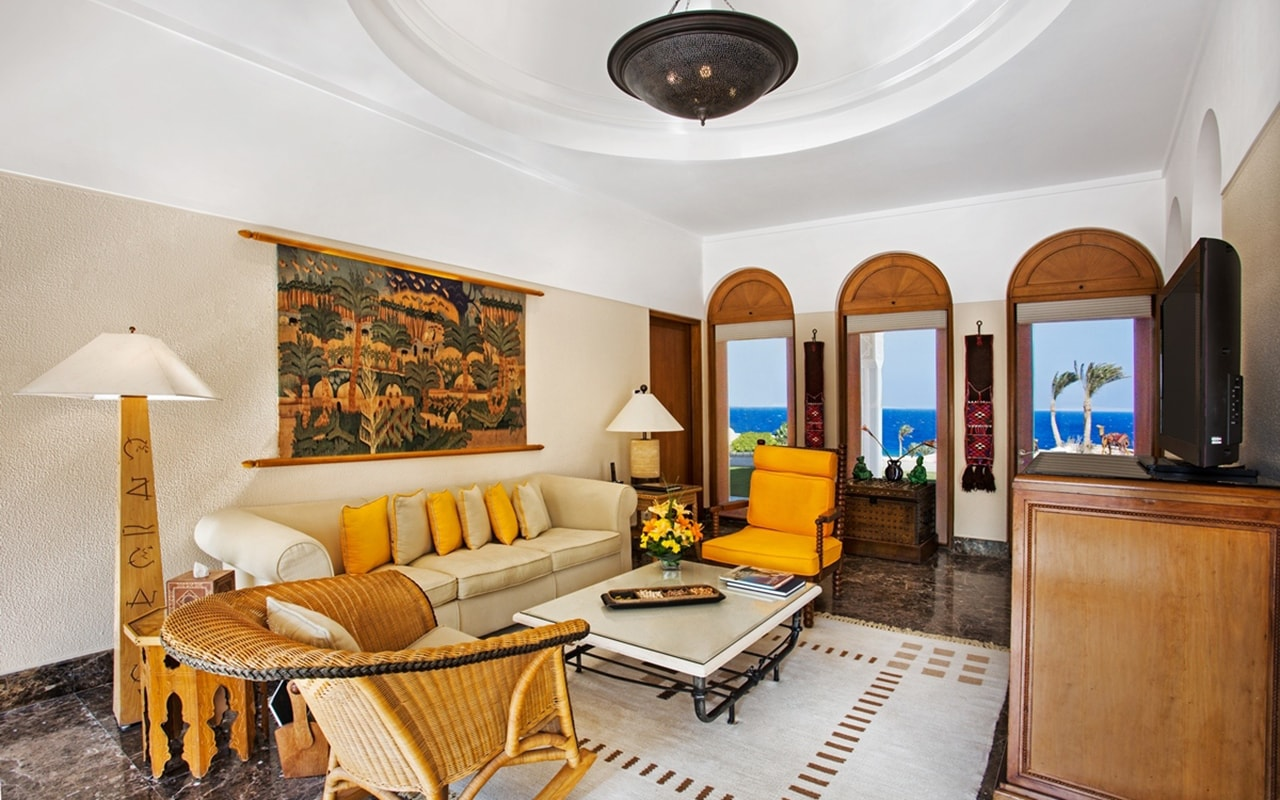 Royal Suite Living Room 1-min