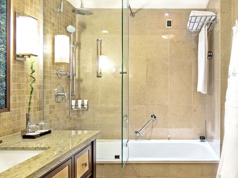 SetWidth2000-Junior-Suite-bath