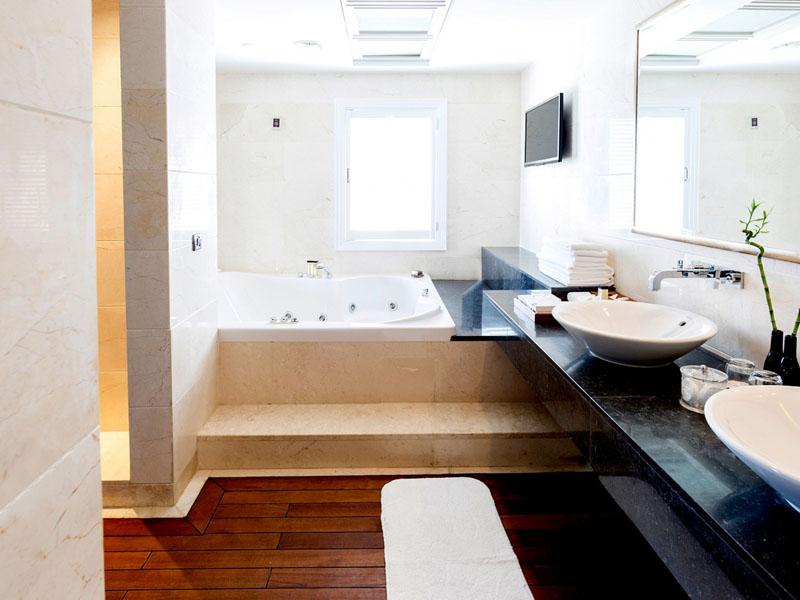 SetWidth2000-Presidential-Suite-Bathroom