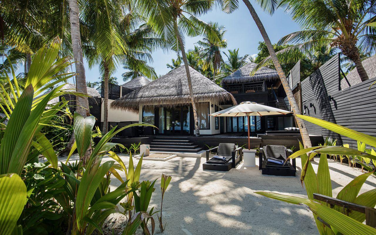 Beach Villa with Private Pool (3)