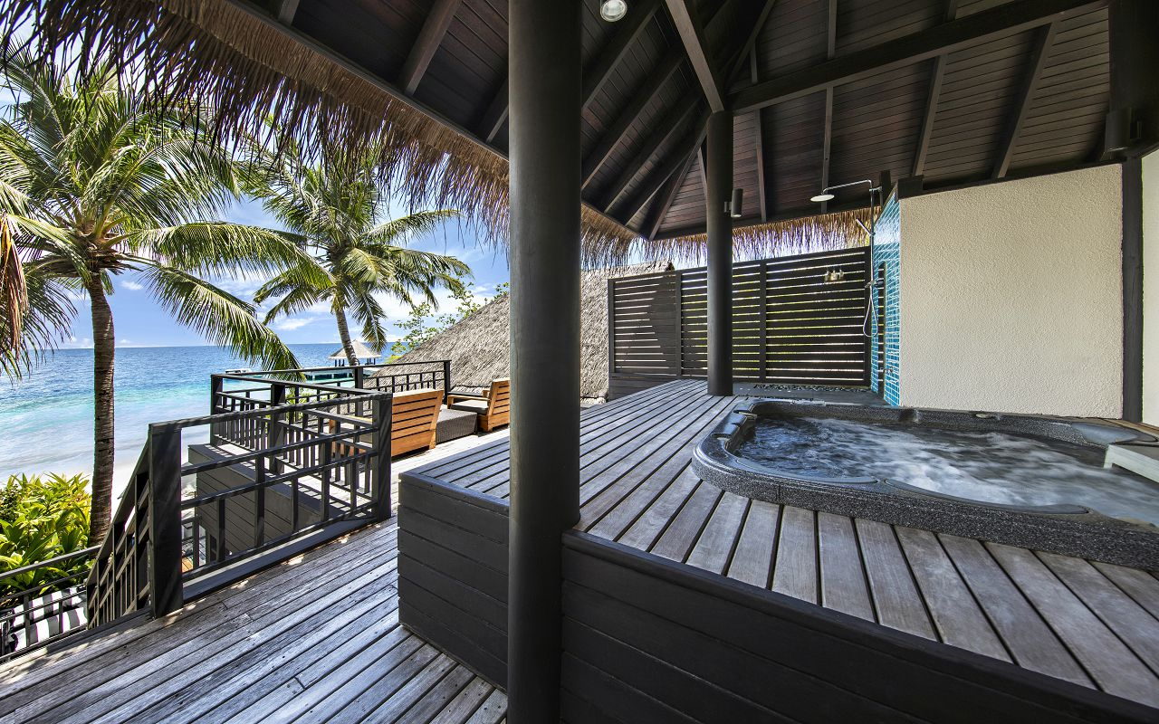 Beach Villa with Private Pool & Jacuzzi (8)