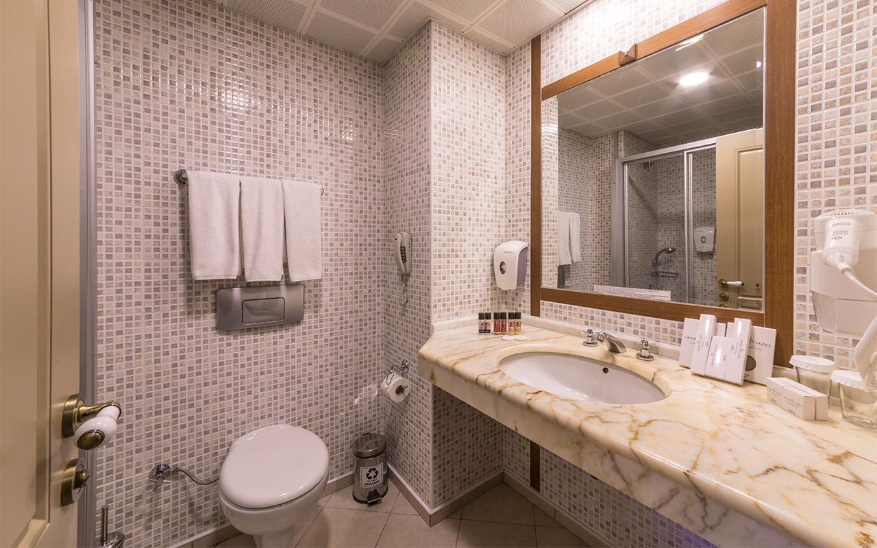Main-Standard-Sea-View-Room-200420-Bathroom-1
