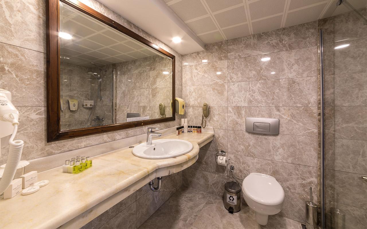 Main-Standard-Sea-View-Room-200420-Bathroom