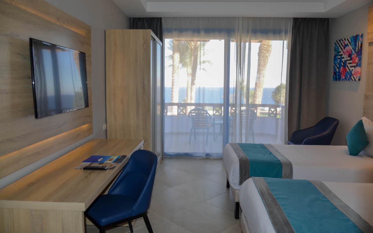 Premium-Room-Sea-View_05-min