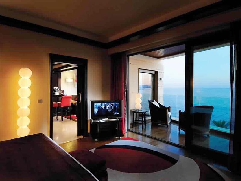 Honeymoon Suite-Bed room