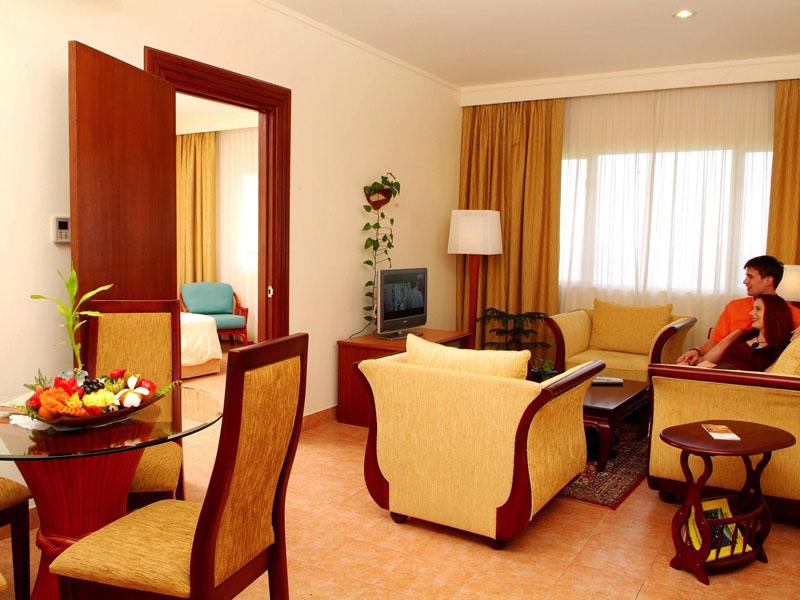 4Hulhule Island Hotel (8)