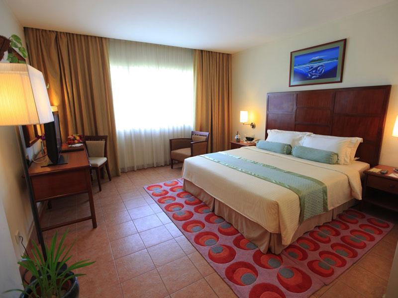 4Hulhule Island Hotel (9)