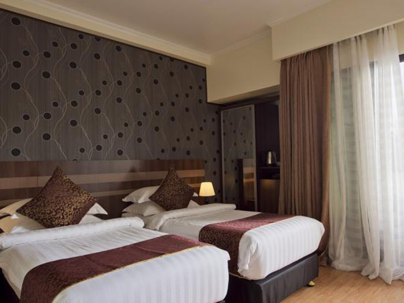 DELUXE DOUBLE ROOM WITH BALCONY & CITY VIEW1