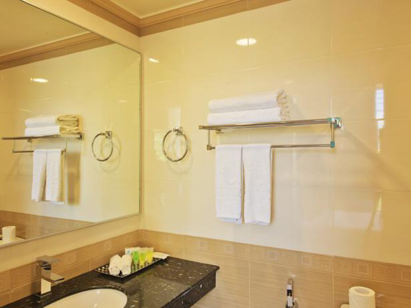 DELUXE DOUBLE ROOM WITH BALCONY & CITY VIEW2