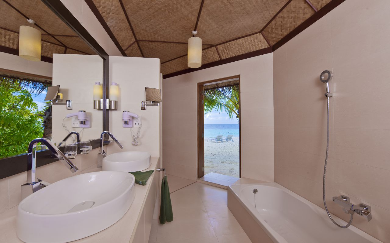 SFI-HRES-Safari_Island_Beach_BungalowToilet1