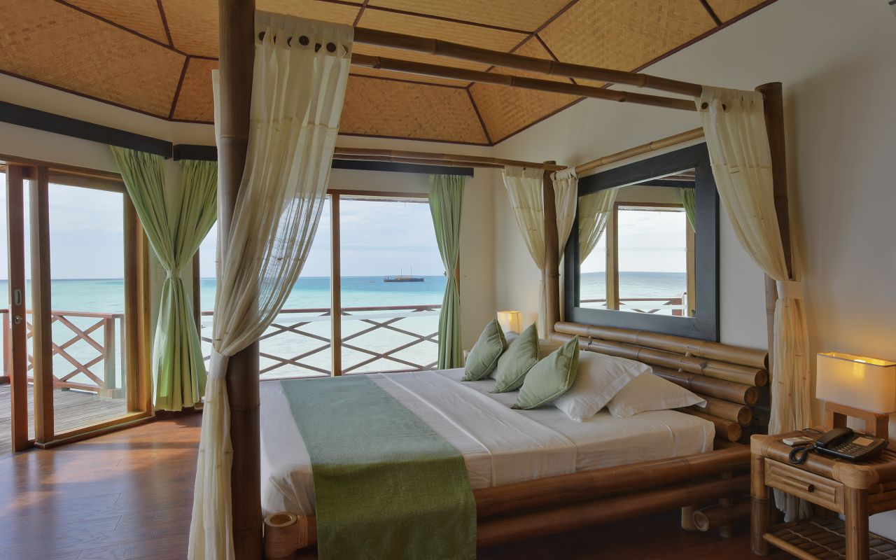 SFI-HRES-Safari_Island_Water_Bungalow5