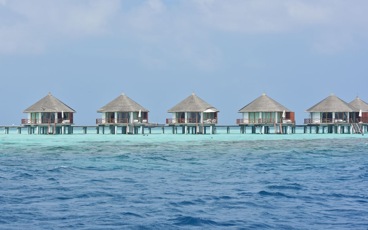 SFI-HRES-Safari_Island_Water_Bungalow8