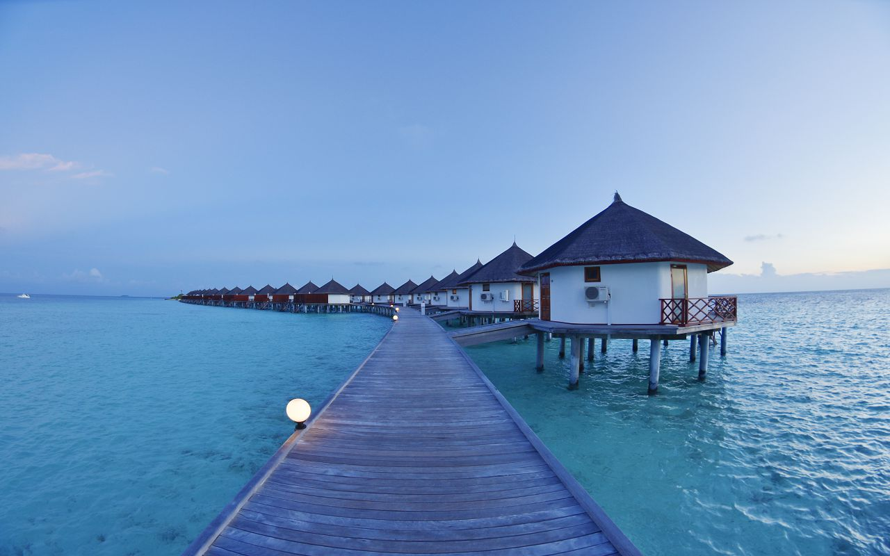 SFI-HRES-Safari_Island_Water_Bungalow9