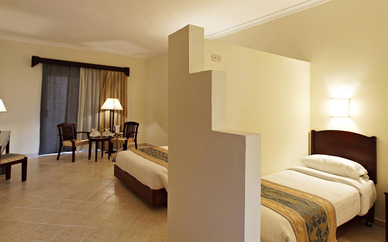 Sunny-Beach-Resort-Grand-Family-Room-min