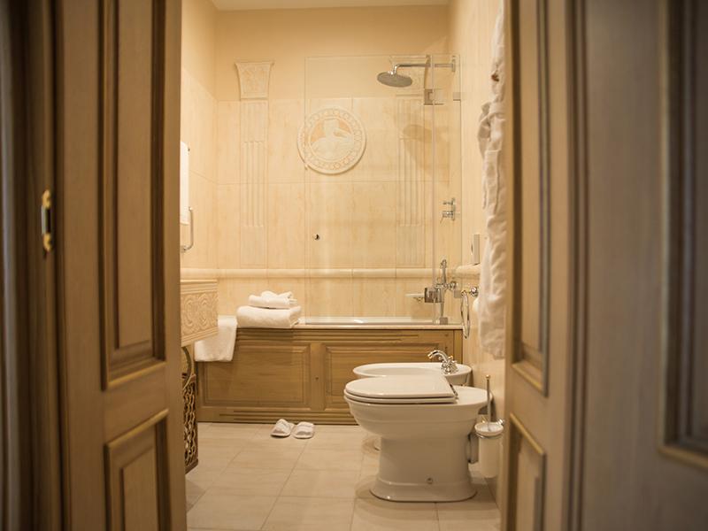люкс с 2 спальнями и камином ванная