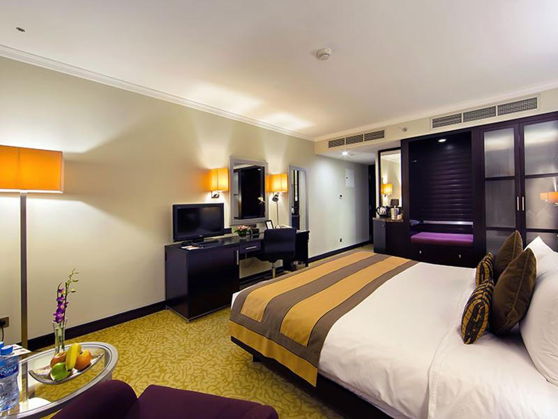 Premier Club Room2