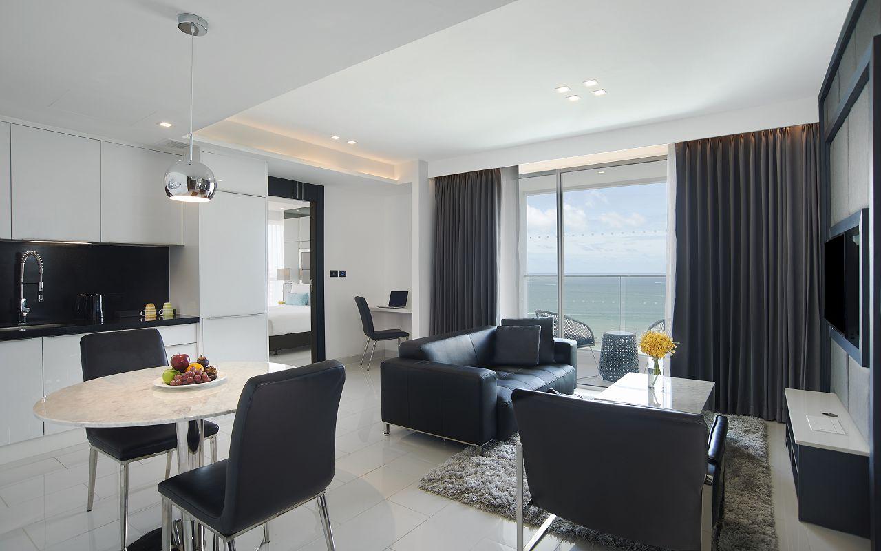 Amari Residences Pattaya_One Bedroom Corner Suite Ocean Facing Living and Dining Room