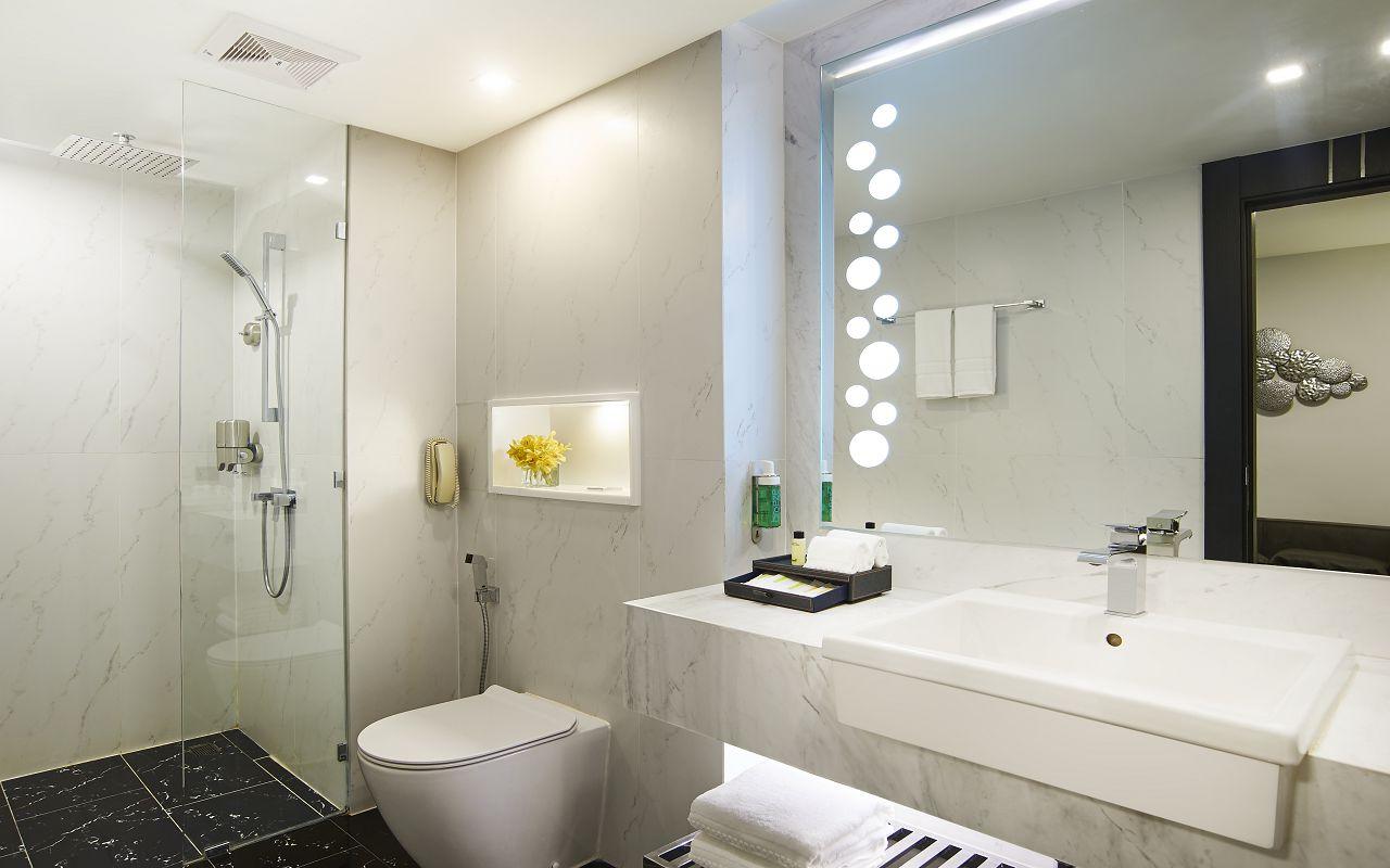 Amari Residences Pattaya_Two Bedroom Corner Suite Ocean Facing 2nd Bathroom 1
