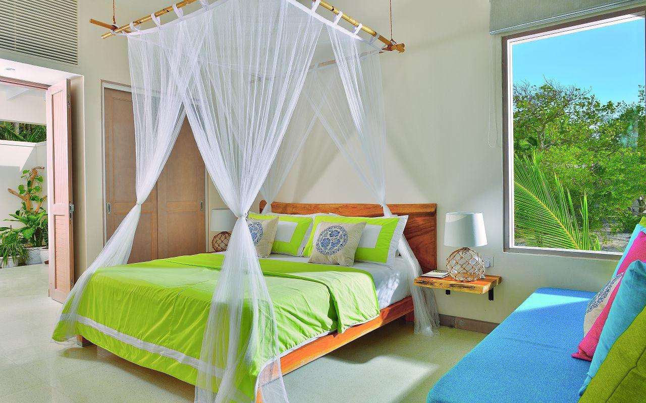 LAGOON VILLA - BEDSIDE VIEW WITH BATHROOM