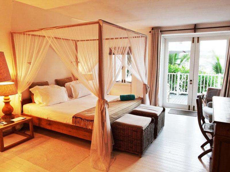 Superior Beachfront Room (2)
