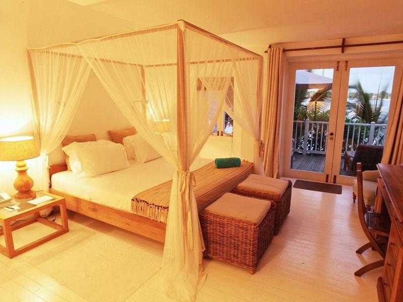 Superior Beachfront Room (7)