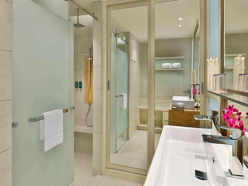deluxe-ocean-view-bathroom-1
