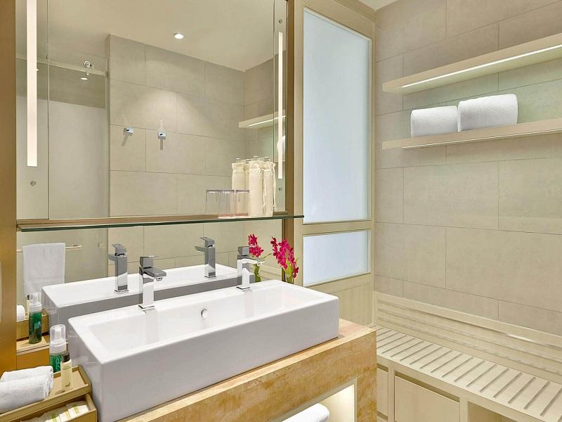 deluxe-ocean-view-bathroom-2