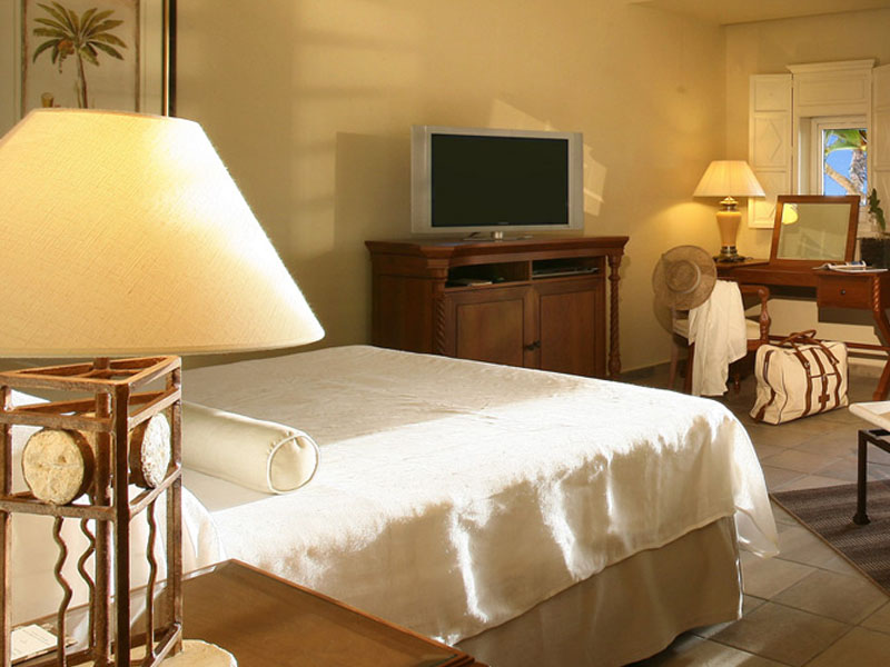 Colonial Ocean Front Rooms1